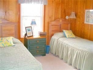 Kitty Hawk house photo - Bedrooom with 2 single beds