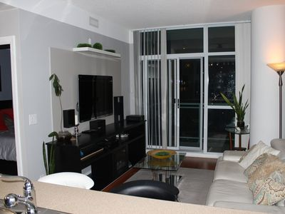 Exclusive 2 Bedroom Condo downtown Mississauga, FREE PARKING!!