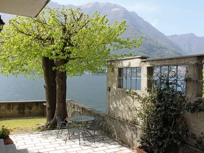 Como villa rental - Side view near bbq area