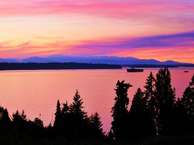 Seattle cottage rental - A breathtaking sunset at Olympic View Cottage (Summer 2012)