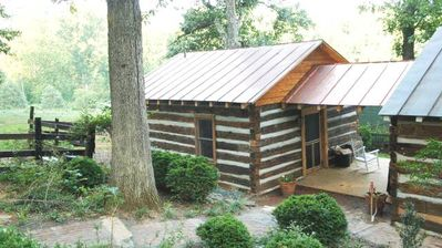 Jefferson, Beautiful Log Cabin Newly Situated On A Farm With Mountain Views