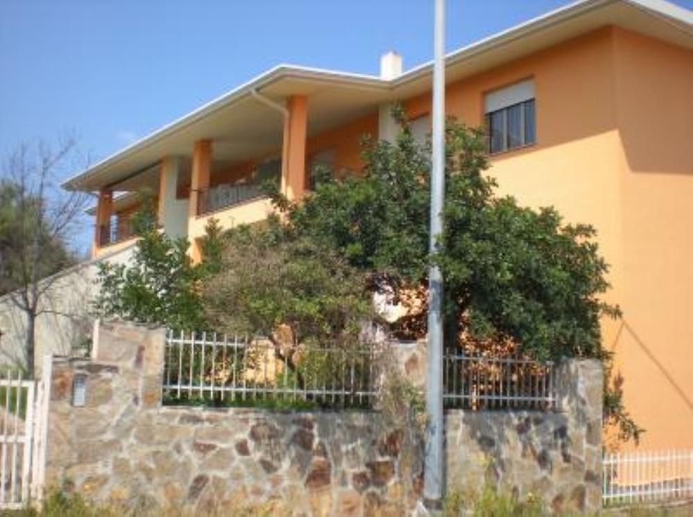 Cheap apartment, great guest reviews, close to the sea