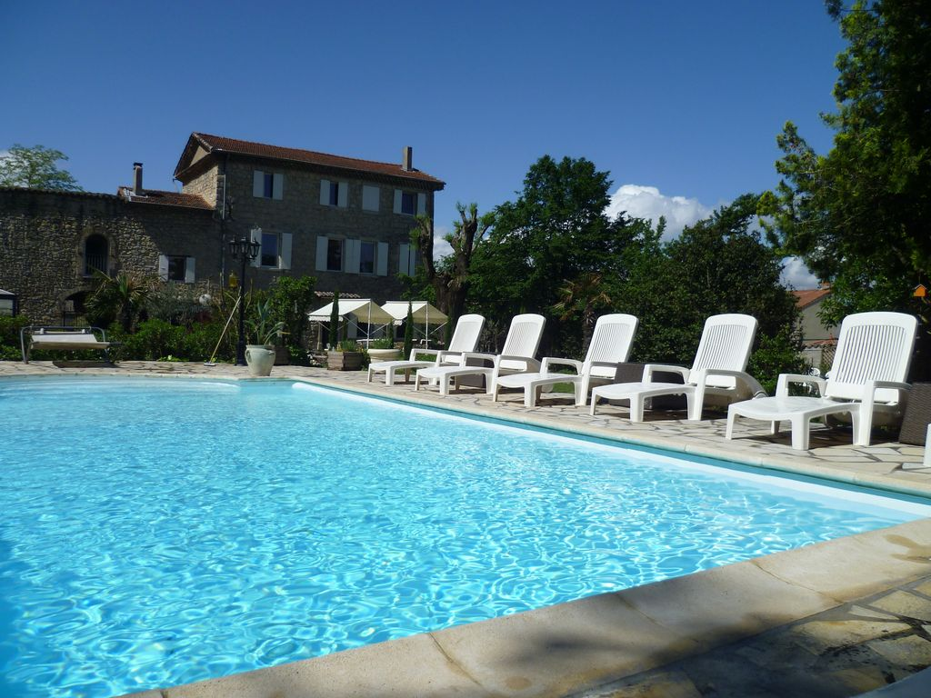 Large country house with large private pool and garden - Impressive house with tranquil environment to get total relaxation ...