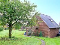 OAKELEY MYND LOFT, with a garden in Bishops Castle, Ref 20308