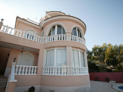 Large Villa W/ 2 Separate Appartments,Private Pool, great views & familyfriendly