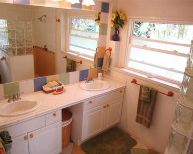 Hanalei house rental - Beautiful tile bathroom in Plumeria Suite