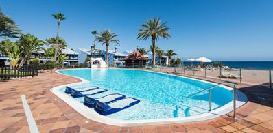 IN FIRST LINE OF SEA AND WITH PRIVATE ACCESS TO THE BEACH
