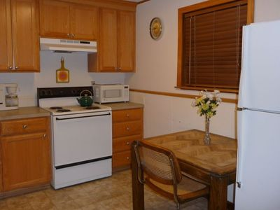 Fully equipped kitchen. Small dining table.