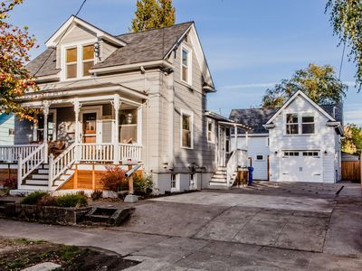 Beautifully Decorated 1907 Victorian Farmhouse. Close To downtown Adidas, UOP.