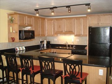 Punaluu condo rental - Gourmet kitchen-full size appls. silestone