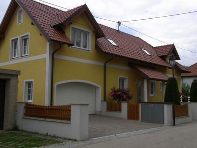 Modern, comfortable vacation apartment directly on the Donau