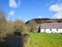 RIVERVIEW, pet friendly, with a garden in Callander, Ref 14065