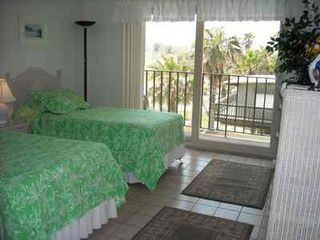 South Padre Island condo photo - Second bedroom with twins and view of the pool