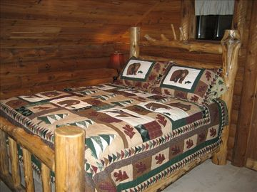 """The Bears"" bedroom - Queen bed - with loft sleeping area for kids of all ages"