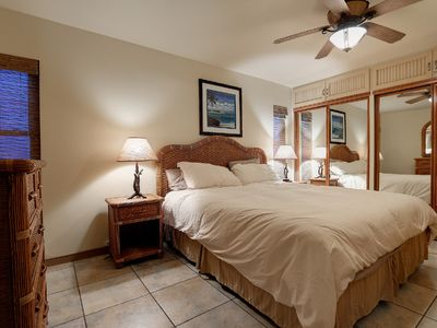 Upper Unit Master Bedroom - King Size Bed