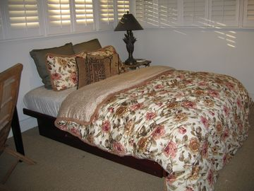upstairs queen bedroom full futon and daybed same room 10 x20 1/2 bath ensuite