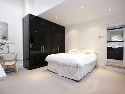 UP TO 20% OFF - Spacious and airy 2 bed home located in leafy Hampstead (Veeve)