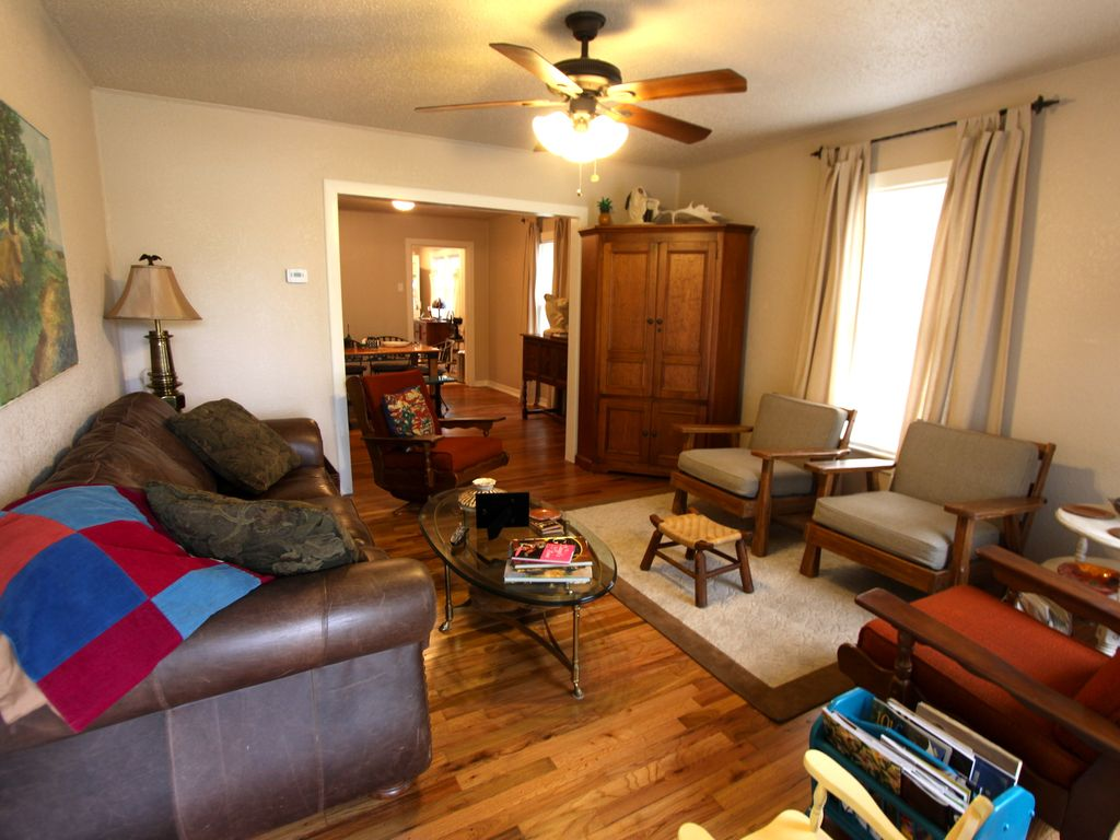 CLOSE to ACL & SXSW & TOWN enjoy 'WEST O' house with Central Austin Convenience