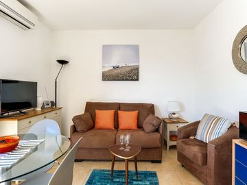Beautiful apartment for 3 guests with A/C, WIFI, TV, balcony and parking