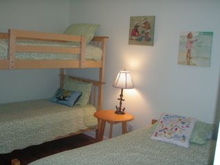 Emerald Isle cottage photo - Kids bedroom