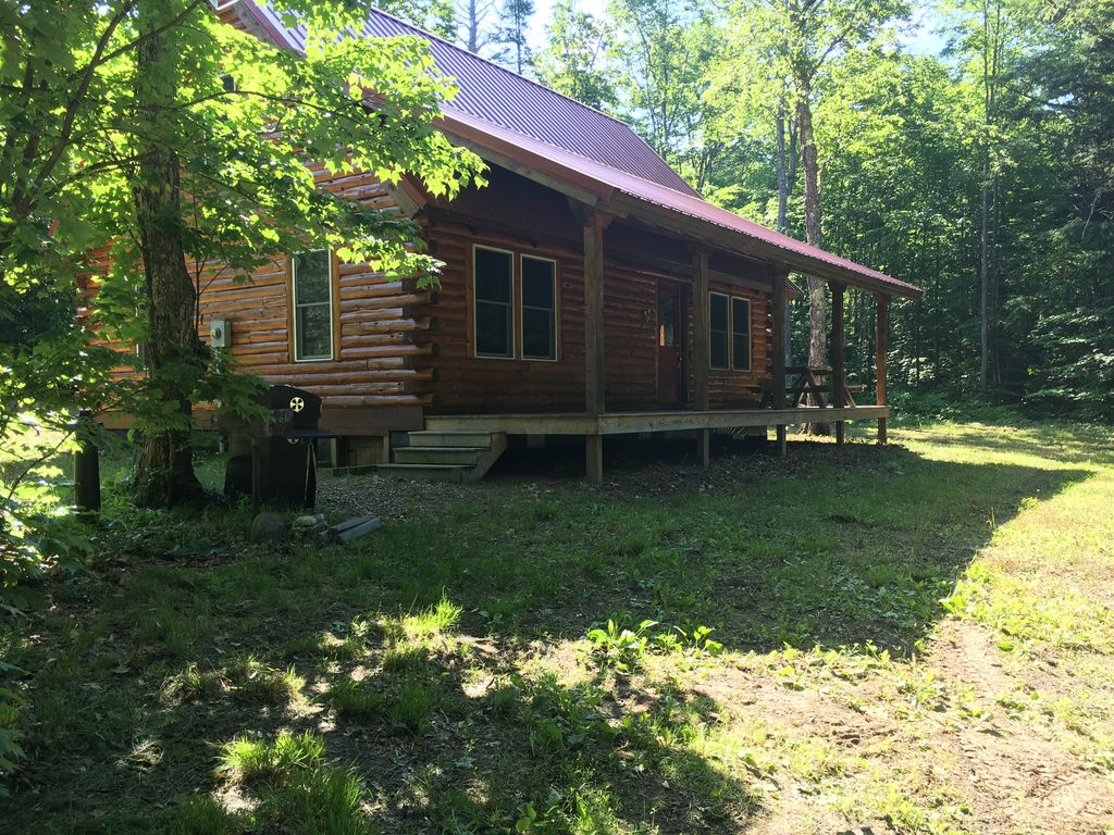 Beautiful Lakefront Log Home near Pictured Rocks!