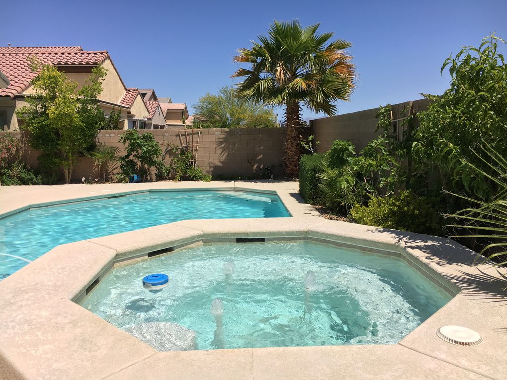 pool guest house private pool hot tub 6 beds in big house near strip 863386. Black Bedroom Furniture Sets. Home Design Ideas