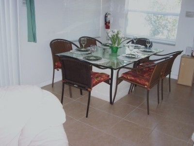 Dining area seating for 6
