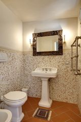 Guest bathroom - Historic Center apartment vacation rental photo