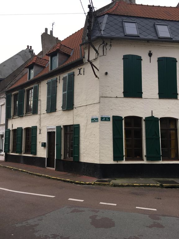 Les volets verts - Traditional Hesdinoise town center house.
