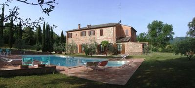 Accommodation in an ancient Tuscan residence with swimming pool in the hills of Siena