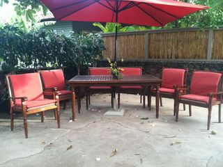 Kihei house photo - New Thomasville patio set with solar lights in the umbrella!