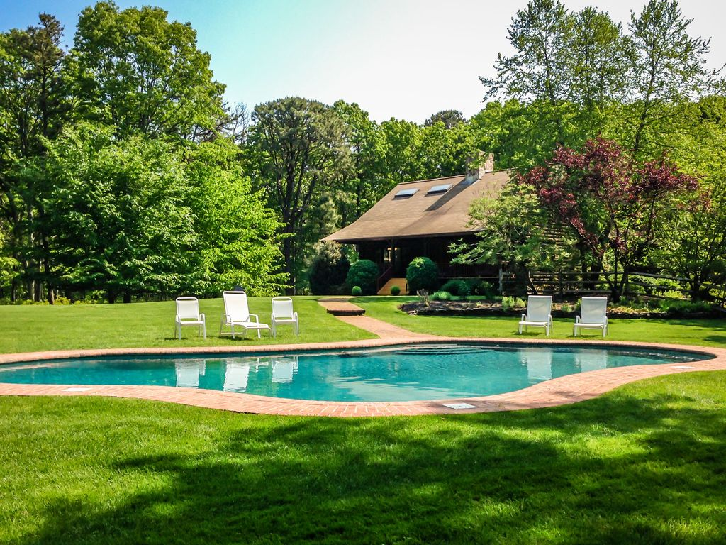 Close to east hampton village on peaceful homeaway for East hampton vacation rentals