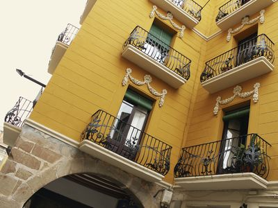 Cal Comabella - modernist house in the historic center of Balaguer