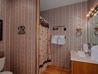 Pigeon Forge cabin photo - Upstairs Bathroom