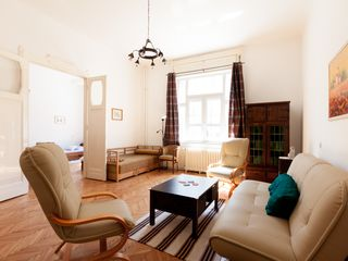 Budapest apartment photo - Spacious and sunny living room