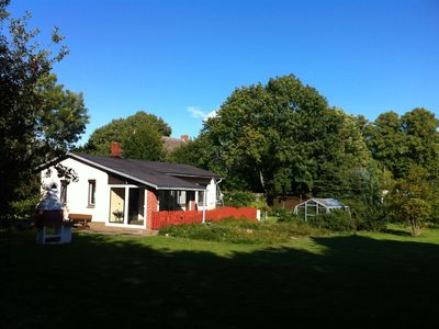 Idyllic country house with a fenced plot near the lake. Dogs allowed