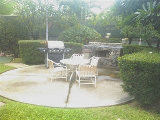 Kihei condo photo - Barbacue Grill Area