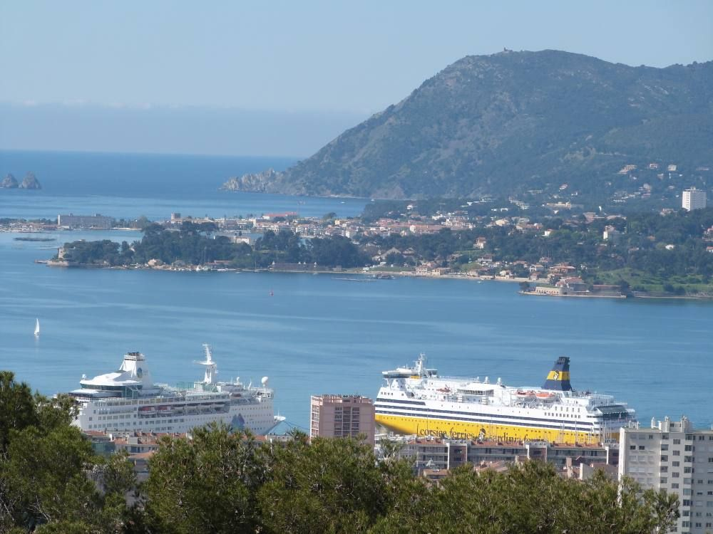 Quiet air-conditioned accommodation, 100 square meters , Toulon