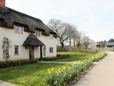 Beautiful Cottage With Access To A Tennis Court, Stables And Field Space On Site