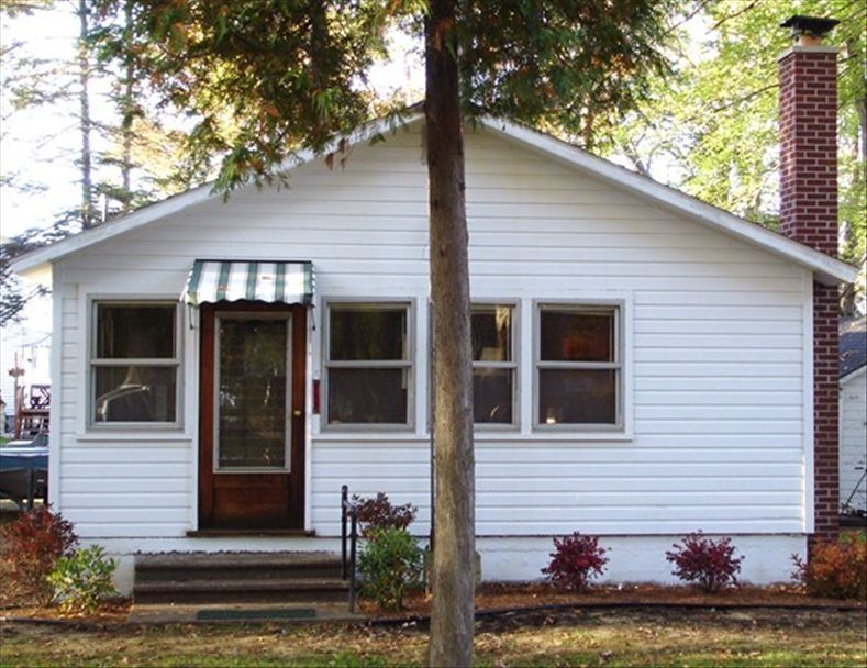 Affordable classic tawas lake home pets ok vrbo for Affordable lakefront homes