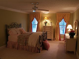 Stone Mountain house photo - Beautiful bedroom with queen sizes bed located on the 2nd floor,