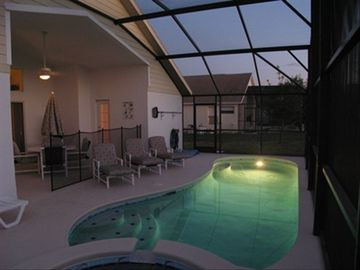 Pool / Spa / Lanai (night)