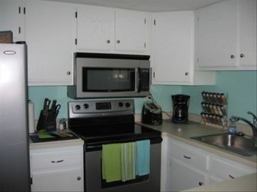 Fully Equipped Kitchen - All S/S appliances
