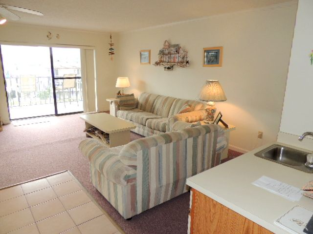 Located close to the ocean, shops, dining and water activities. Ocean view from balcony.