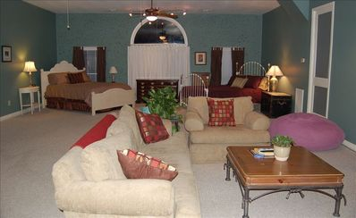 Franklin barn rental - Wide open yet comfortable and cozy.