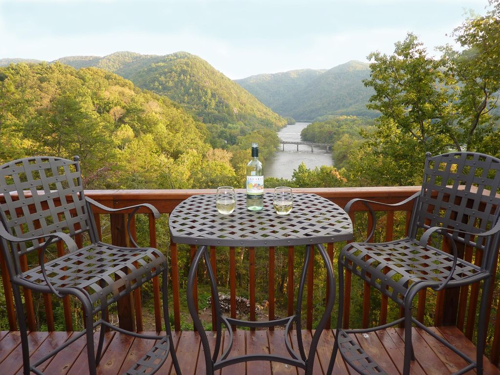 River Magic, Romantic Luxury Log Cabin... - HomeAway Hot ...