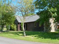 LAPWING LODGE, family friendly, with pool in Lanivet, Ref 13968