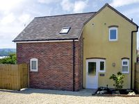 MANOR COTTAGE, pet friendly, with open fire in Ludlow, Ref 2806