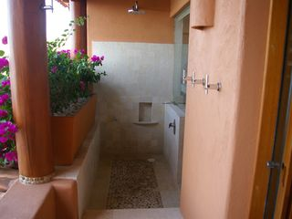 Zihuatanejo condo photo - Shower in the great outdoors!