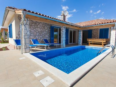 4 * villa with private pool - modern and well equipped
